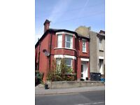 2 Bedroom ground floor flat to rent in South Norwood £1100PCM