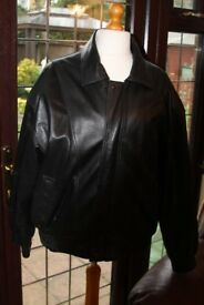 MAN'S XL QUALITY BLACK LEATHER BOMBER JACKET