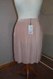 Pale Pink Pleated Skirt. Size XL