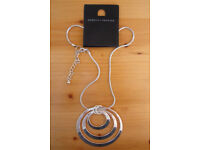 ** NEW ** with tag silver coloured metal 3 hoop pendant on snake chain. £3 ovno.