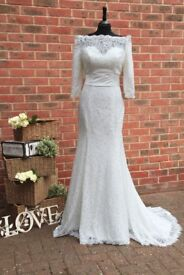 UK Size 10 Wedding Dress mermaid style off the shoulders in colour ivory with a train