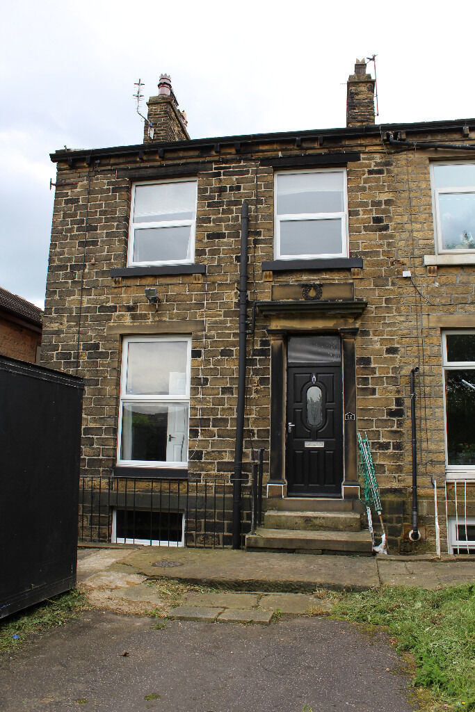 Mid Terrace House - 5 Min Walk To University - Cross Lane, Newsome, HD4
