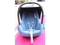 maxi cosi baby car seat 0-12months- NEARLY NEW- blue denim with hearts