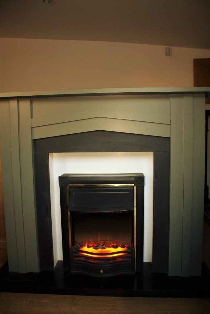 ELECTRIC FIREPLACE SUITE - ALL IN ONE FREESTANDING WITH QUALITY DIMPLEX  FIRE EX CONDITION