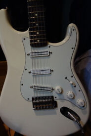 Fender Stratocaster loaded with Seymour Duncan rail (hot, vintage and cool) pickups