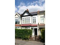 Lovely sunny, spacious 3 double bedroom, 2 bath house, garden, 4 mins Raynes Park, 5 mins Wim Chase