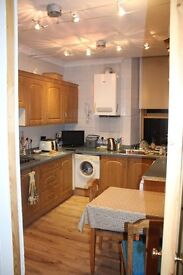 3 Bedroom Flat, Meadowpark Street Dennistoun, fully furnished. Available 9th April, £750pm