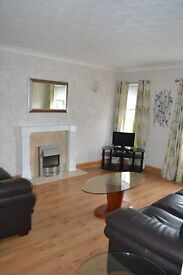 Large 1 bedroom fully furnished flat with South facing balcony. Quiet cul de sac location