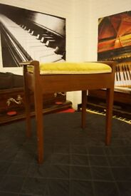 Piano stool in very good condition