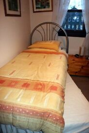 Single bed with stowaway bed below incl. mattresses and headboard.