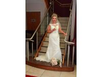 Justing Alexander 6043 wedding dress and veil £450 needs to be sold asap