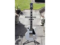 Epiphone Gibson Les Paul, White With Gold Hardware, Includes Gator Hard Case