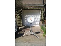 Multimo single LNB satellite dish with tripod with sat finder, digital compass and cables.