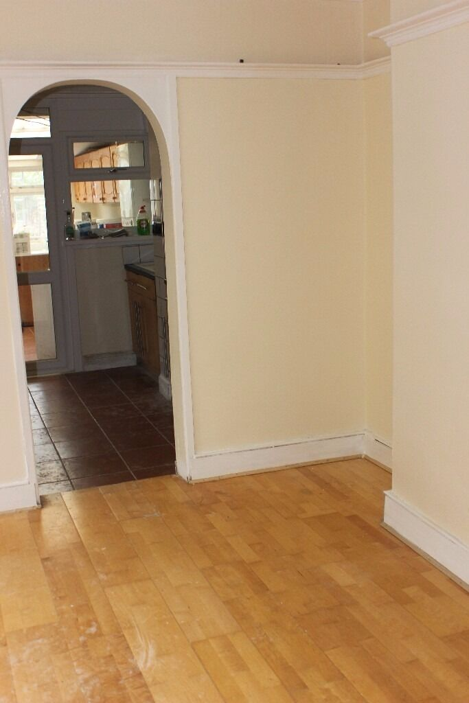 DELIGHTFUL DOUBLE ROOM AVAILABLE IN VERY GOOD CONDITION