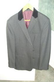 MENS JACKET WITH BLACK VELVET COLLAR