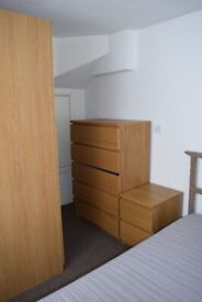 AVAILABLE NOW (With Garden) IN BARNET/FINCHLEY NW7 3HP..A TWO (2) BEDROOM FLAT FOR £1640pcm !