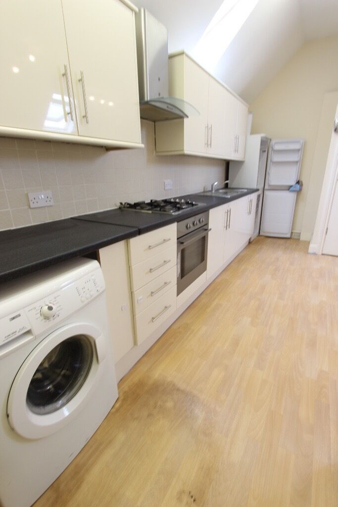 To Rent/Let CALL TODAY SOUTHGATE, OAKWOOD, 2 BED FLAT. PERFECT FOR sharers, couple or a family EN4