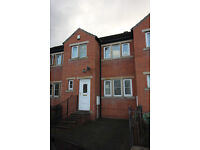 Mid Terrace Town House - Large Property, 10 Min Walk To University - Carr Green Lane, Moldgreen, HD5