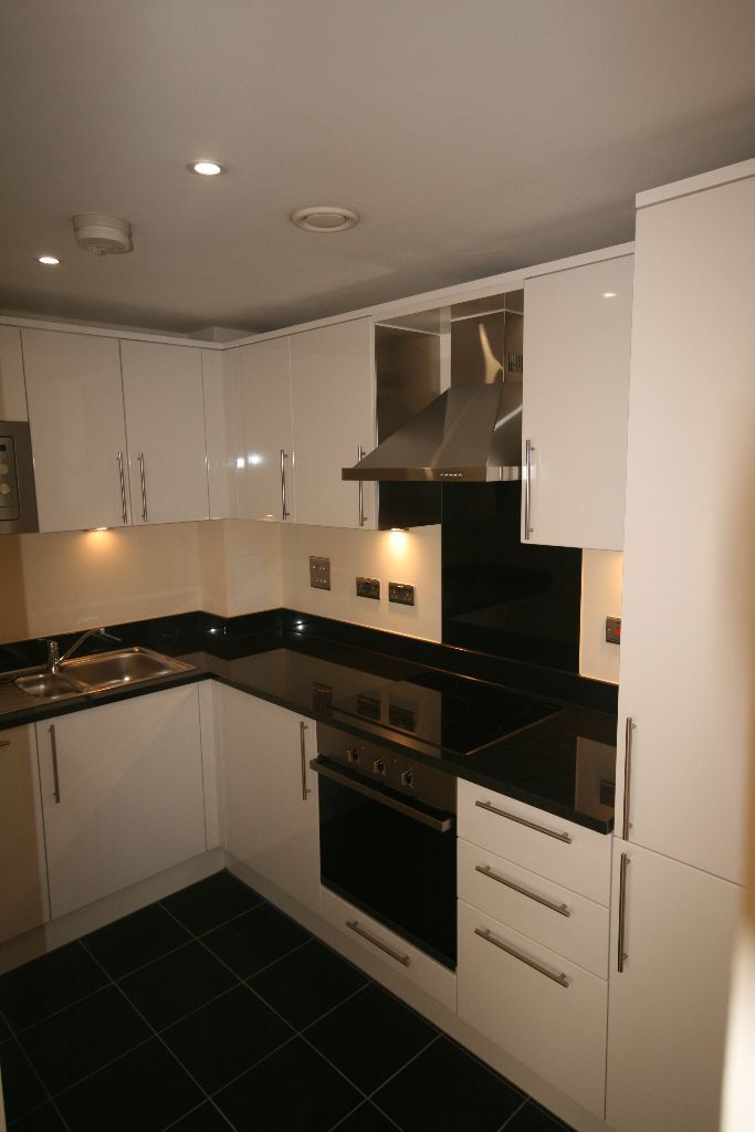 Huge 1 bed House - Luxury finishing Stunning furniture - £345pw!