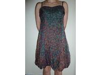 Beautiful sleeveless summer silk dress never worn - size small, make: Leon Max
