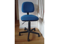 Office Chair in blue, very good condition