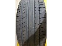 One tyre 255 55 20 Michelin