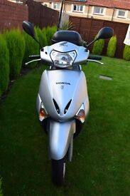 HONDA LEAD 108C SILVER SCOOTER 2011, LOW MILAGE!