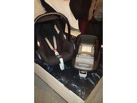 Maxi-Cosi FamilyFix and Pebble Cabriofix car seat