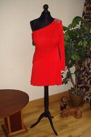 Hi, I am a professional seamstress looking for job