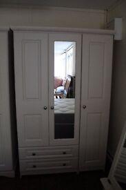 Ex display 3 doors wardrobe with mirror PERFECT CONDITION