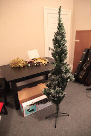 wilko Christmas tree, 6ft (180cm) , frosted
