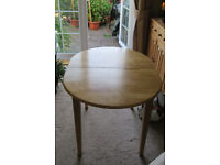 Dining room table seating 4 to 6 £20.00