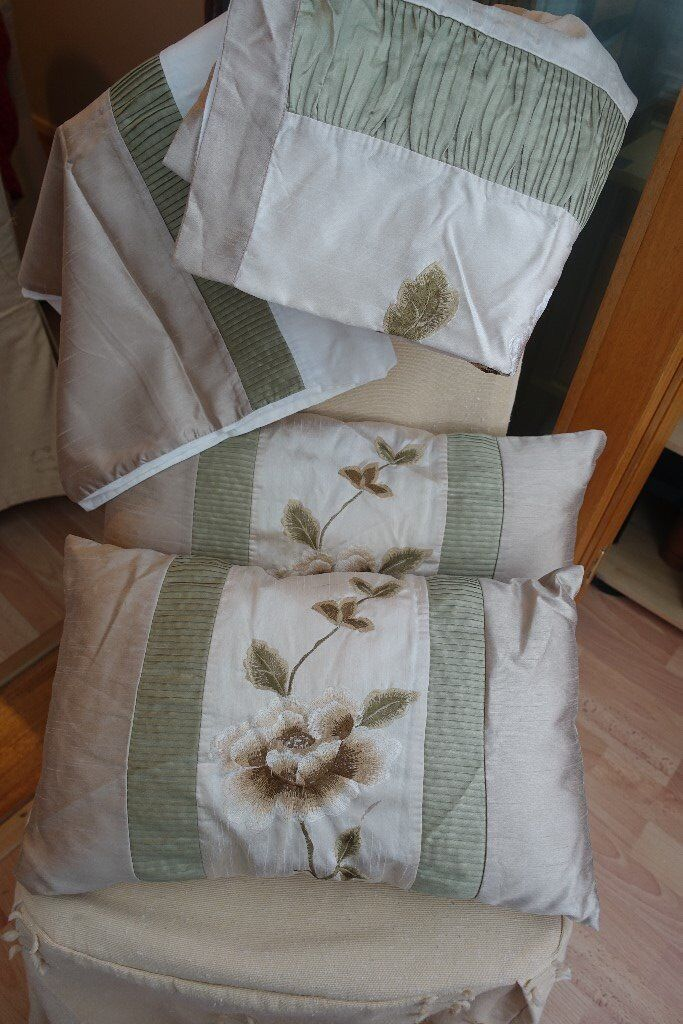 Dunhelm Gold and Cream Embroidered King Sized Duvet set with matching cushions