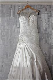 For sale. Stunning mermaid style wedding dress. Size 10. Ivory.