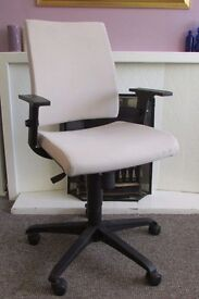 Orthopedic office computer chair, adjustable height and armrests on wheels very comfortable