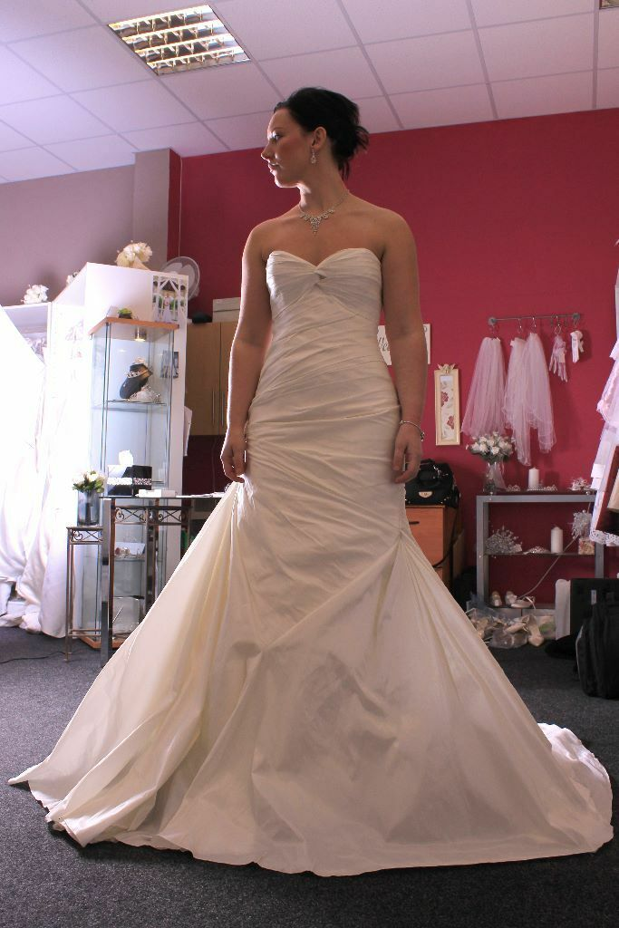 Wedding gown hire. Sizes 4-26 . Designer gowns . Latest styles and ...