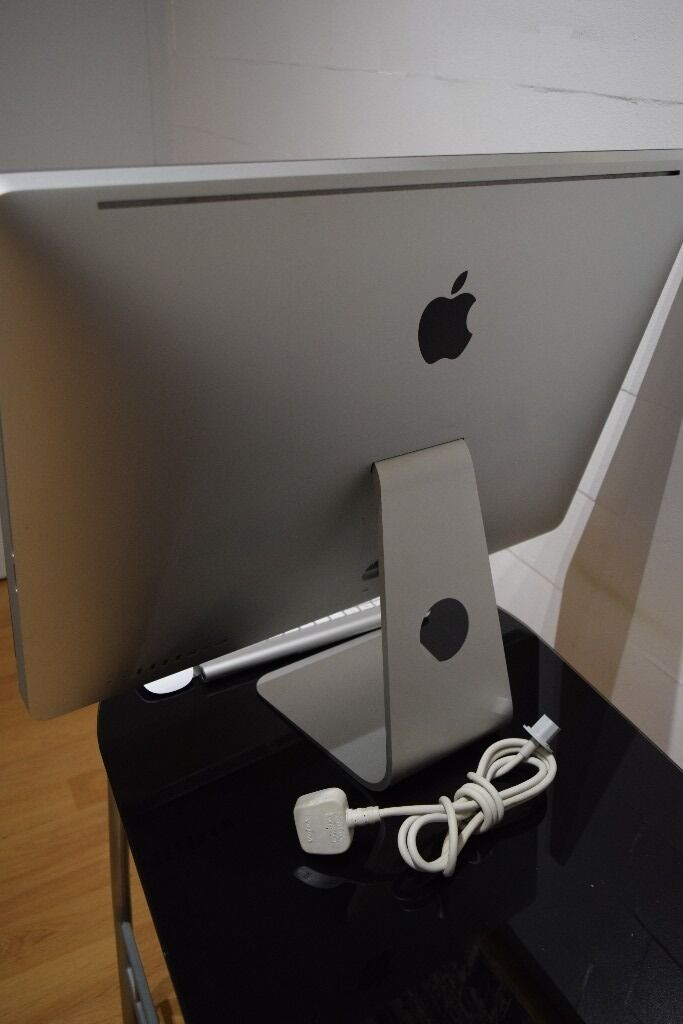 """iMac 27"""" Powerful i7 Quad 8GB RamMagic MOuse and Wireless Keyboardin Chelsea, LondonGumtree - For sale this amazing machine in excellent condition. This is a powerful iMac boosting an Intel i7 processor, capable of handling any task with ease. This comes with Apple Magic Mouse and Apple Wireless Keyboard power cable. The machine was factory..."""