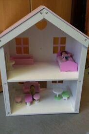 Gorgeous girls dolls house - in excellent condition, like new