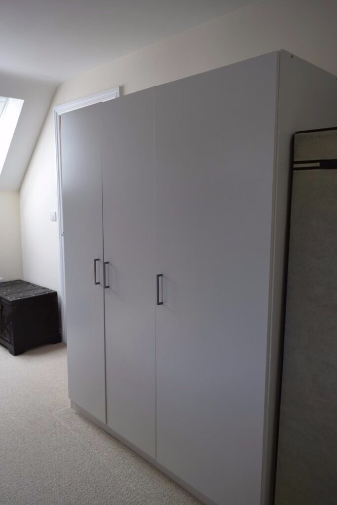 Ikea dombas triple wardrobe in street somerset gumtree for Ikea guardaroba dombas