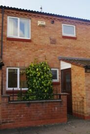 Lovely 3 bedroom mid terrace house with conservatory (LET)