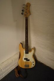 Nevada bass guitar - Excellent condition with Strap