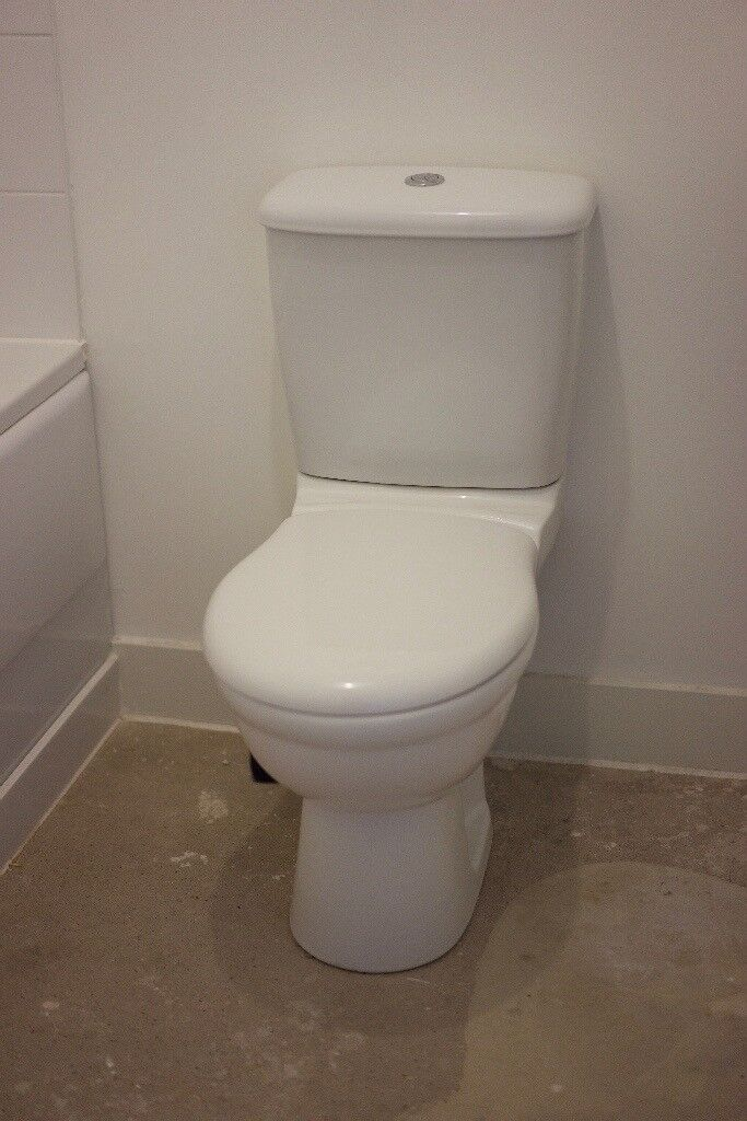 CONTEMPORARY CLOSE-COUPLED TOILET