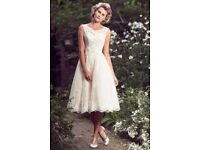 Stunning t-length lace wedding dress UK Size 14/16
