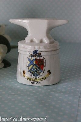 FLOREAT HOVA SOUVENIR VINTAGE IN CERAMICA AD INCUDINE  ANVIL CRESTED CHINA HOVE