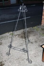 metal black display easel, for decorative use. £5 pick up only.