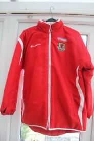REDUCED TO ONLY £4 WALES FOOTBALL JACKET IN EXCELLENT CONDITION FAW