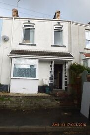 3 Bedrooms available to rent in a Large 5 bedroom house to rent in Brynmill Swansea