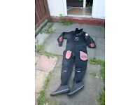 Dive suit with valves