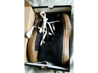 NEW IN BOX Converse canvas boots in black. Size 4.5