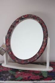 Mirror on stand perfect for dressing table